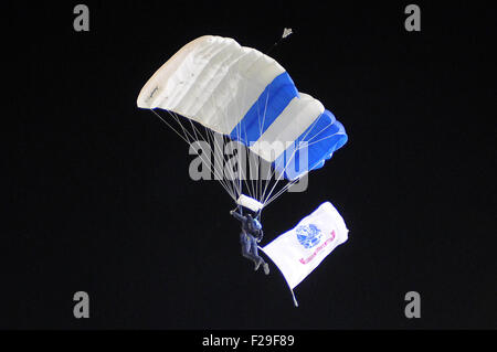 Colorado Springs, Colorado, USA. 12th Sep, 2015. An Air Force Wings of Blue skydiver makes a night jump into the - Stock Photo