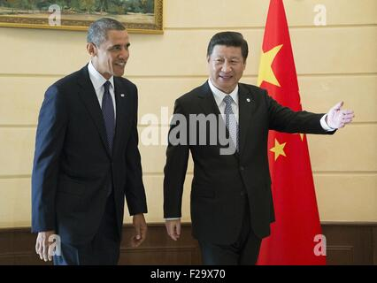 Beijing, Russia. 6th Sep, 2013. Chinese President Xi Jinping (R) meets with U.S. President Barack Obama in St. Petersburg, - Stock Photo