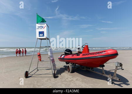 Lifeguard station with lifeboat on the beach, lifeguards, North Sea, Belgian coast, De Haan, West Flanders, Belgium - Stock Photo