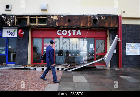 Brighton, UK. 15th September, 2015. Weather: A Costa Coffee shop on Brighton seafront damaged by overnight storms - Stock Photo