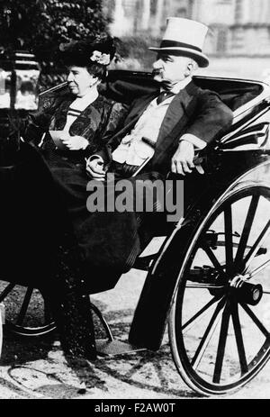 John Pierpont Morgan Sr. with his wife, Frances Louisa Tracy Morgan, ca. 1900. They had one son and three daughters - Stock Photo