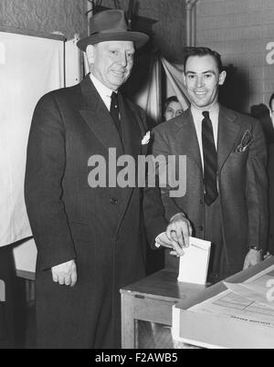 Jersey City Mayor Frank Hagen (left) casting his vote in the general election on Nov. 5, 1941. He was a powerful, - Stock Photo