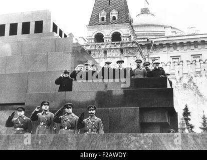 Soviet leaders on Lenin's tomb during for the 19th Anniversary of the October Revolution. Moscow, Nov. 17, 1936. - Stock Photo
