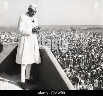 Jawaharlal Nehru, Prime Minister of India, addressing a crowd at Parnera, India. March 23, 1952. The occasion was - Stock Photo