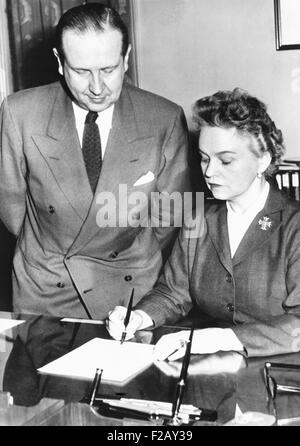 Secretary of Health Education and Welfare, Oveta Culp Hobby, April 12, 1955. She signed licenses for six drug firms - Stock Photo