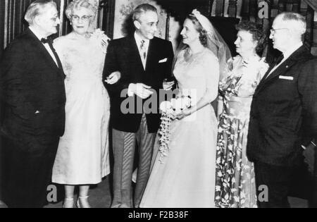 Margaret Truman and Clifton Daniel Jr. in Truman home after their wedding. L-R: Mr. & Mrs. E.C. Clifton Daniel, - Stock Photo