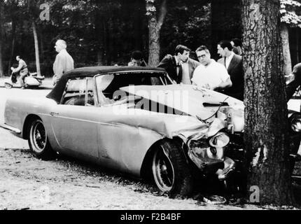 The mangled Ferrari in which Porfirio Rubirosa died in an early morning auto accident. The 56 year old playboy and - Stock Photo
