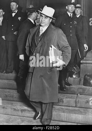 Al Capone, winks at photographers as he leaves Chicago's federal courthouse. October 14, 1931. The notorious Chicago - Stock Photo