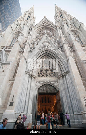 New York, USA. 16th Sep, 2015. St. Patrick's Cathedral on Fifth Avenue in New York on Tuesday, September 15, 2015. - Stock Photo