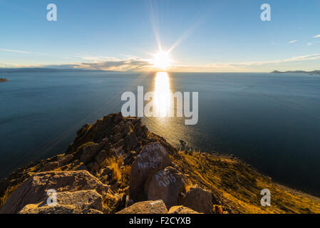 Panoramic view of Titicaca Lake in backlight from the rocky headland of Mount Calvario (3966 m) in Copacabana, among - Stock Photo