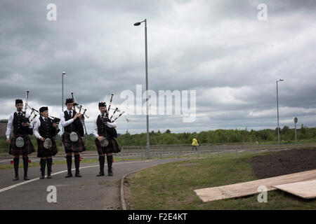 Four pipers pictured at the official unveiling of Steel Man, a new sculpture by Scottish artist Andy Scott, made - Stock Photo