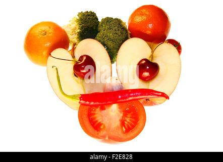 Gesicht/ face: Brokkoli, Clementinen, Knoblauch, Kirschen, Apfel, Tomate, Chilly - Symbolbild Nahrungsmittel. - Stock Photo
