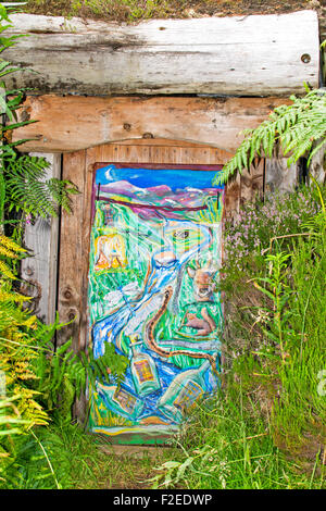 ABRIACHAN TRAIL OR WALK ABOVE LOCH NESS ENTRANCE TO THE HIDDEN WHISKY STILL WITH COLOURFUL PAINTED DOOR - Stock Photo