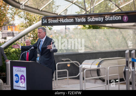 New York Mayor Bill de Blasio speaks at the new 34th Street-Hudson Yards terminal station on the 7 Subway line extension - Stock Photo