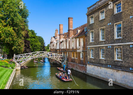 River Cam from Silver St Bridge looking towards Mathematical Bridge with Queen's College on right, The Backs, Cambridge, - Stock Photo