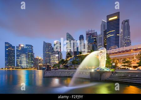 Singapore skyline at the fountain. - Stock Photo
