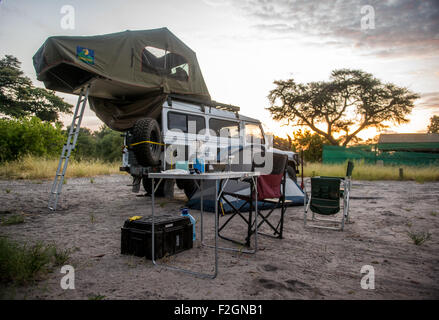 Camping with pop up tent on Land Rover in Botswana, Africa - Stock Photo