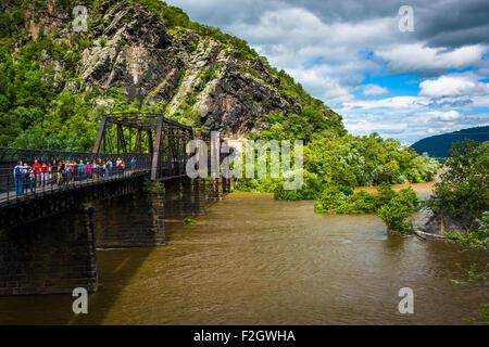 Pedestrian bridge over the Potomac River, in Harpers Ferry, West Virginia. - Stock Photo