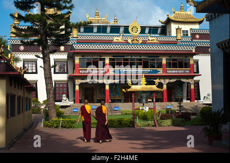 Tibetan monks are walking in front of the Golden temple ( India) - Stock Photo