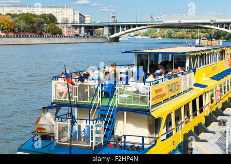 Moscow, Russia. Saturday, Sept. 19, 2015. Warm weekend. It is comfortable to be outdoors. Unidentified people on - Stock Photo
