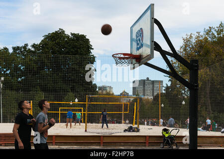 Moscow, Russia. Saturday, Sept. 19, 2015. Warm weekend. It is comfortable to be outdoors. Sport activity in Gorky - Stock Photo