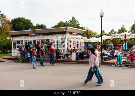 Moscow, Russia. Saturday, Sept. 19, 2015. Warm weekend. It is comfortable to be outdoors. Walker Cafe in Gorky park - Stock Photo