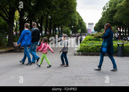 Moscow, Russia. Saturday, Sept. 19, 2015. Warm weekend. It is comfortable to be outdoors. Unidentified people in - Stock Photo