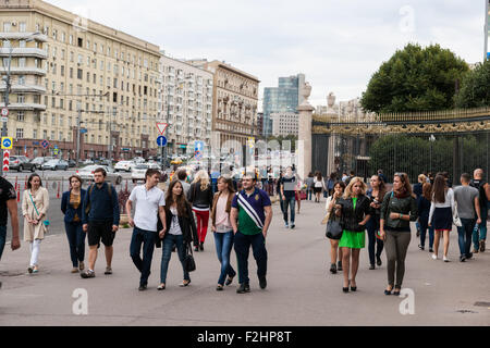 Moscow, Russia. Saturday, Sept. 19, 2015. Warm weekend. It is comfortable to be outdoors. Unidentified people still - Stock Photo