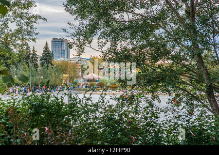 Moscow, Russia. Saturday, Sept. 19, 2015. Warm weekend. It is comfortable to be outdoors. The glimpse of Moscow - Stock Photo