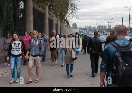 Moscow, Russia. Saturday, Sept. 19, 2015. Warm weekend. It is comfortable to be outdoors. Unidentified people go - Stock Photo