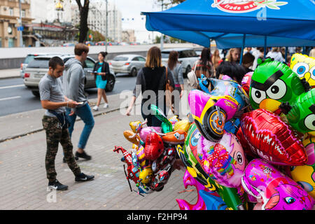 Moscow, Russia. Saturday, Sept. 19, 2015. Warm weekend. It is comfortable to be outdoors. Selling colorful toy balloons - Stock Photo