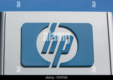 Company Sign Of Hp Hewlett Packard In Front Of Headquarters In Palo