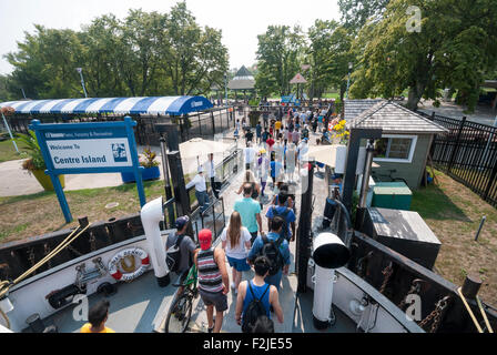 Visitors leaving the ferry at Toronto's Centre Island park - Stock Photo