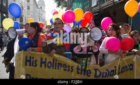 London, UK. 20th September, 2015. Supporters of the Dalai Lama wait for his arrival in St Martin's Lane. On the - Stock Photo