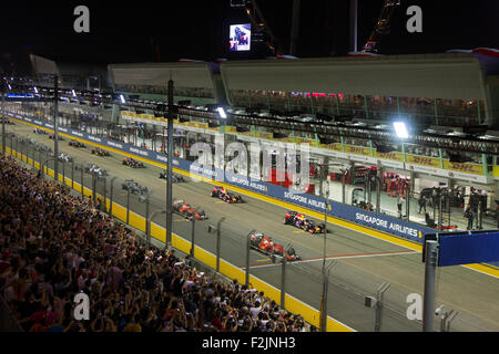 Singapore. 20th September, 2015. F1 drivers line up in their starting grids at Singapore Street Circuit Formula - Stock Photo