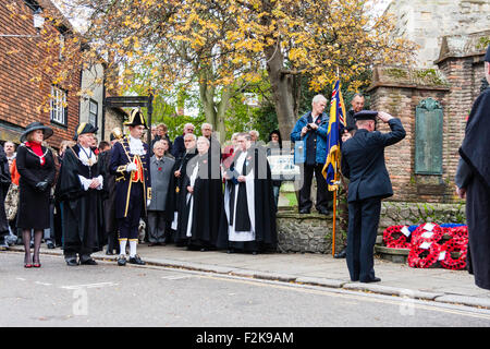 England, Sandwich. Remembrance Sunday. Senior RAF Officer saluting war memorial after laying wreath of poppies, - Stock Photo