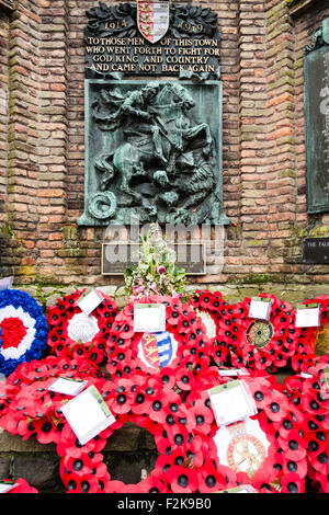 England, Sandwich. Remembrance Sunday. Poppies and wreaths laid at the war memorial on remembrance sunday - Stock Photo