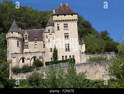 The 'la Malartrie' castle, in the heart of Perigord, overlooks 'la Roque Gageac', one of the most beautiful villages - Stock Photo