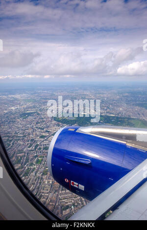 BA Airbus 320 flying over London  with Hyde park visible. Jet aircraft on flightpath into Heathrow over capital - Stock Photo