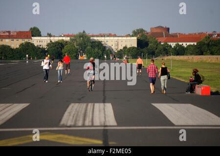 Impressionen: Tempelhofer Feld auf dem Gelaende des frueheren Flughafen Tempelhof, Berlin-Tempelhof. - Stock Photo