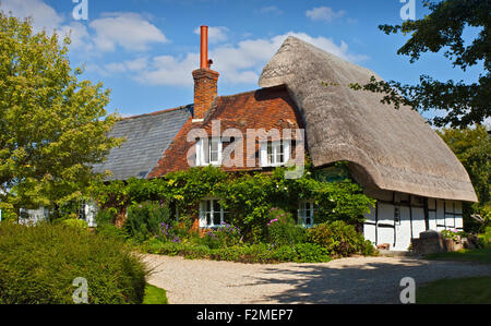 Thatched Cottage, Cheriton, Hampshire, England - Stock Photo