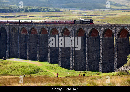 People Watching The Fellsman Hauled by 46115 Scots Guardsman Cross Ribblehead Viaduct Yorkshire Dales North Yorkshire - Stock Photo