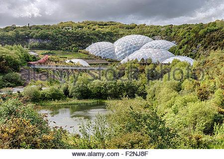 Eden Project compound in Cornwall, England, UK | Aussicht ueber die Aussenanlage des Eden Projects, Cornwall - Stock Photo