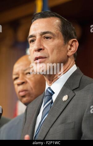 U.S. Rep. Darrell Issa joins other members of Congress during a press conference introducing the bipartisan, bicameral - Stock Photo
