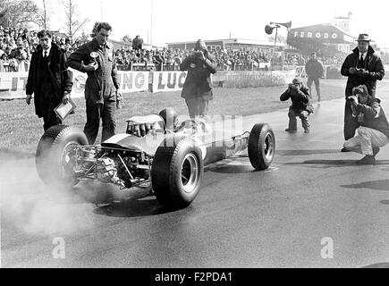 Jim Clark in a Lotus 33 on the grid at Goodwood 1965 - Stock Photo