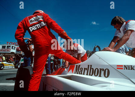 Niki Lauda getting into his McLaren 1980s - Stock Photo