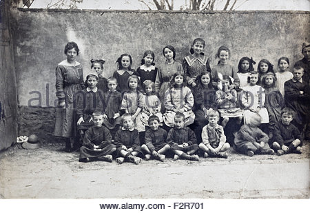 school group portrait with teacher 1918 France - Stock Photo