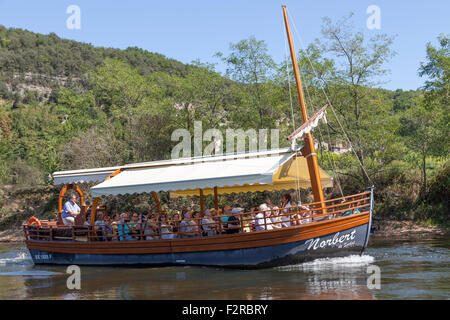 A sail on a 'gabarre' - on the Dordogne river - of paying senior tourists (La Roque Gageac - France). Promenade - Stock Photo