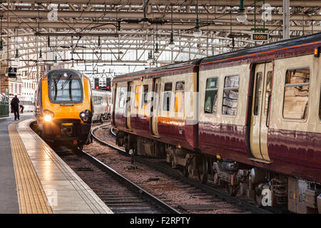 Train approaching platform, Glasgow Central Station, Glasgow, Scotland, UK. - Stock Photo