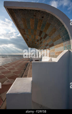 1930's Art Deco seafront shelter, promenade at Warrior Square, St Leonards on Sea, East Sussex, England, UK - Stock Photo